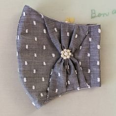 Sewing Hacks, Sewing Tutorials, Sewing Patterns, Fabric Crafts, Sewing Crafts, Sewing Projects, Diy Mask, Diy Face Mask, Hand Embroidery