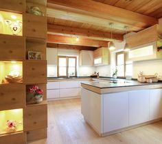 GroBartig Wohnküche In Hellgrau Mit Holzelementen In Fichte