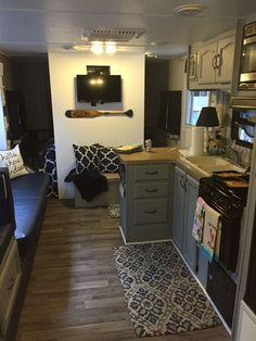 43 Best Travel Trailers Remodel Rv Living Ideas - About-Ruth Rv Campers, Happy Campers, Camper Life, Rv Life, Camper Trailers, Rv Travel Trailers, Remodel Caravane, Travel Trailer Remodel, Rv Interior