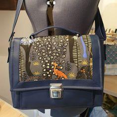 Keskeldit sur Instagram: Je ne vous l'avais pas montré fini!!! Mon sac #sacotinquadrille de @patrons_sacotin... Simili, bouclerie et mousse résille de…