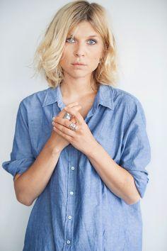 Clémence Poesy en chemise chambray