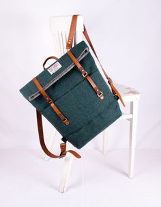 Our backpack is crafted from the luxurious Harris Tweed. Harris Tweed is hand woven by islanders at their homes in the Outer Hebrides of Scotland, and made from pure virgin wool, also dyed and. Harris Tweed, Rucksack Backpack, Leather Backpack, Diy Sac, Men's Backpacks, Handbag Organization, Unisex, Beautiful Bags, My Bags