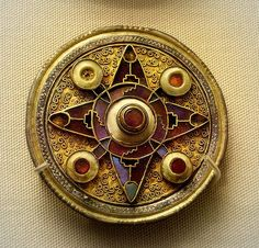 Brooch - Anglo Saxon - Gold plate, garnets, & shell - 6th to 7th century