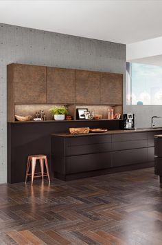 Designküche in Kupfer im Mix mit Braun Black And Copper Kitchen, Copper Kitchen Decor, Bronze Kitchen, My Home Design, Küchen Design, House Design, Kitchen Room Design, Kitchen Interior, Black Kitchens