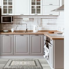 Modern And Trendy Kitchen Cabinets Ideas And Design Tips – Home Decor World Diy Kitchen Cabinets, Kitchen Cabinet Colors, Kitchen Furniture, Dark Cabinets, Light Grey Cabinets Kitchen, Ikea Kitchen Remodel, Shiplap In Kitchen, Two Toned Kitchen, Kitchen Cabinets Grey And White