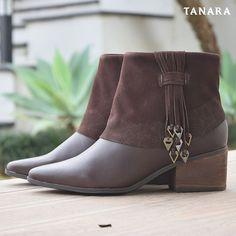 Aproveita que o inverno tá só começando para comprar botas LINDAS. Você merece vai? #winter #tanara #boots #shoesfirst
