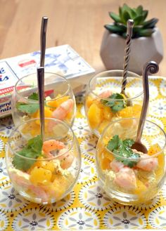 Prawn verrines, fresh curry and mango rack - Aperitif - Trend Appetizer Fine Dining 2019 Tapas, Cheers, Mango Curry, Good Food, Yummy Food, Seafood Appetizers, Everyday Food, Prawn, Finger Foods