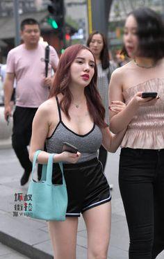微博 Yoga Pants Girls, Hermes Birkin, Asian, Tote Bag, Sexy, Womens Fashion, Bags, Handbags, Hermes Handbags