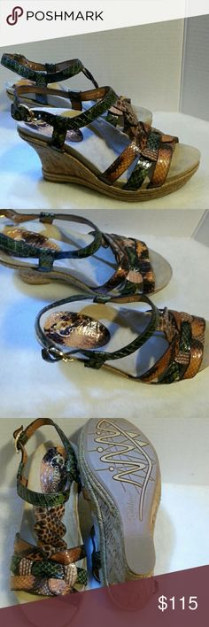 """EARTHIES womens COSICA  SANDALS in green The EARTHIES SANDALS  are made from rubber, leather.   Pull on these Earthies platforms for a day of shopping or even a night out of fun. Pair these Corsica Sandals in green with anything from denim to dresses for a chic look.  Keep you causal style relaxed this season.  The signature WELLNESS FOOTBED features a cradling heel cup, reinforced arch support & relaxing cushioning for long lasting comfort atop the high wedge midsole. 3.75"""" heel 1.75 """"…"""