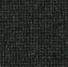 Behang uit de collectie Glass & Parade van Elitis. Patroon Nacres (VP64010) in kleur zwart parelmoer, zonder rapport. Dit vliesbehang kan rechtstreeks op de muur geplakt worden. Het materiaal is gelakt en daardoor zeer goed schoon te maken.