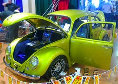 Classic VW Beetle Paint Jobs | ... paint job, cool wheels on this Beetle show car | Photos/Pictures | VW