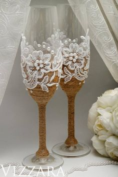Welcome! ♥ Its a Сhampagne flutes rustic with lace for your best day ♥ The set includes two glasses. ♥ I can ADD PERSONALIZATION: your names, Mr. & Mrs. or the wedding date. The inscription options on the PHOTO 3. The engraving options on the PHOTO 4. Select and add to cart!