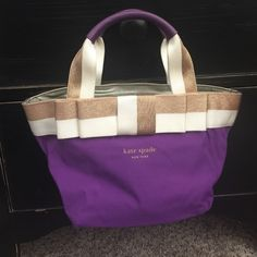 NWT kate spade small lunch tote New without tags, but it does still have the silica gel in the pocket and green kate spade care card - never used. Eat in style with this bag! You will never mistake someone else's bag for your with this gem! Non smoking home. kate spade Bags