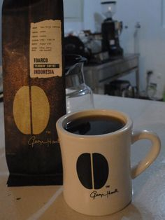 アメリカ・ボストンより  インドネシア Toarco, Sulawesi 3900-5900feet ジェンバー種  オレンジピール、上質なミディアムチョコレートのような 少し重みも伴う風味、甘味☆