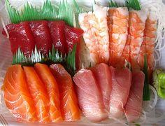 Sushi and Sashimi (Rich Fish) yummo! Sushi Love, Best Sushi, Sushi Restaurants, Tempura, My Favorite Food, Favorite Recipes, Sashimi Sushi, Salmon Sashimi, Food Porn