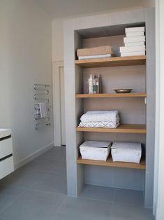 Nowoczesna łazienka, półki w łazience, design łazienki, segregacja rzeczy w łazience, organizacja łazienki, inspiracje - zapraszam do wpisu na blogu Pani dyrektor po niezwykłe pomysły jak urządzić łazienkę, której nie trzeba sprzątać!
