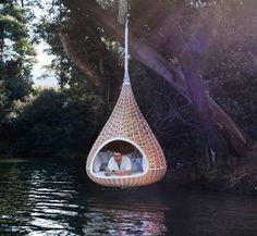 Con el run-run del agua correr por debajo    http://www.pitut.com/unique-designs-lazy-chair-hangs-like-the-birds-nest/