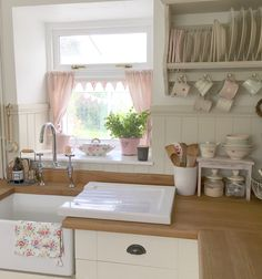 Cottage kitchen with cafe style Susie Watson curtains. @hugsandhearts_