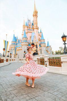 Disney Magic, Walt Disney, Disney Poses, Cute Disney Outfits, Girl Travel, Disney Couture, Disney Princess Dresses, Mickey Mouse Club, Disney Aesthetic