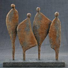 Leuk present bij o. een verjaardag, of afscheid van een colleg Human Sculpture, Sculptures Céramiques, Metal Art Sculpture, Sculpture Projects, Pottery Sculpture, Abstract Sculpture, Bronze Sculpture, Pottery Art, Contemporary Sculpture