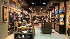 Tienda de VANS en la ciudad de bogotá - Centro comercial CentroMayor - KdF Arquitectura - Retail - Ropa - Zapatos - local comercial Vans Store, Luxury Garage, Shop Interiors, Shop Interior Design, Commercial Design, Instagram Shop, Visual Merchandising, I Shop, Retail