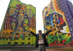 Pintor decora con murales gigantes un condominio del Estado