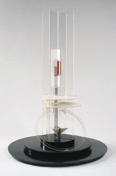 Naum GAbo, Column, 1923, plastic, wood, metal, Guggenheim