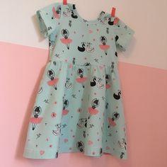 Zwierjurkje met ballerina's Sewing For Kids, Baby Sewing, Summer Dress Patterns, Summer Dresses, Baby Patterns, Sewing Clothes, Free Pattern, Kids Outfits, Kids Fashion