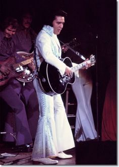 Elvis and James Burton, lead guitar for TCB band Elvis Presley Rock, Elvis Presley Concerts, Elvis In Concert, Elvis And Priscilla, Elvis Presley Photos, Rare Pictures, Funny Photos, Rock And Roll, Rare Elvis Photos