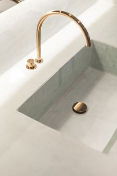 Interior design blog - LLI Design London : Photo // white sink, gold faucet…