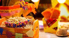Olá pessoal!! A festa junina é comemorada em diversos lugares ao redor mundo e foi trazida para o Brasil pelos portugueses. É celebrada em todo país e é composta por muitos elementos, como fogueira…