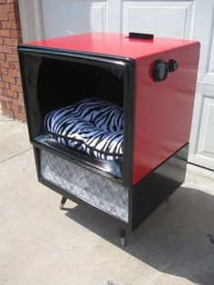 That's Not Junk...Refurbished Recycled Furniture: Retro Vintage TV Cat Bed