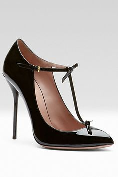Gucci Black Patent T-Strap Pumps Pre-Fall 2013 #Gucci #Shoes #Heels