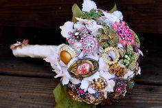 Vintage broach bouquet - amazing!