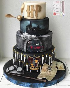 Awesome Harry Potter Cake made by Marzia Caruso Harry Potter Desserts, Bolo Harry Potter, Harry Potter Wedding Cakes, Gateau Harry Potter, Harry Potter Cupcakes, Harry Potter Birthday Cake, Harry Potter Food, Harry Potter Theme Cake, Card Birthday