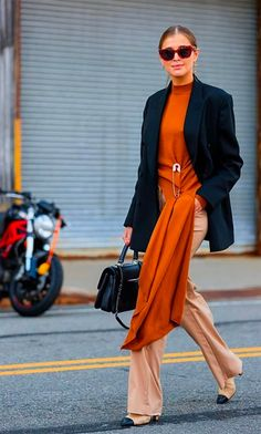 Street Style New York : les plus beaux looks de la Fashion Week – Elle Street Style New York: the most beautiful looks of Fashion Week – Elle La Fashion Week, New York Fashion, 90s Fashion, Fashion Outfits, Fashion Tips, Street Fashion, Fashion Ideas, Women's Fashion, Chic Outfits