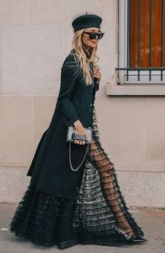 30 Street Style Looks of 2018 NEXT– 15 Fashionable Long Gowns and Evening Dresses PREVIOUS– Beautiful and Trendy Lace Dresses of 2018 Street style fashion is off the charts now-a-days. It is slightly difficult to ca… Look Street Style, Street Chic, Ohh Couture, Mode Cool, Dresscode, Outfits Mujer, High Fashion, Womens Fashion, Fashion Outfits