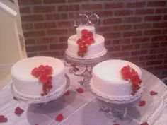 separate wedding cakes | Three separate tiers/cakes on Wilton stand