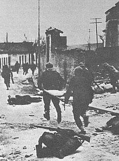 La Batalla del Jarama se desarrolló entre el 6 y el 27 de febrero de 1937 dentro de la Guerra Civil Española.La ofensiva la inició ejército sublevado con la intención de cortar las comunicaciones de Madrid. Madrid, Civilization, Artwork, Pictures, War, Spanish, Historia, Wrestling, Antique Photos