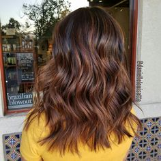 Balayage hair caramel, balayage brunette short, bayalage, hair color ca Auburn Hair Balayage, Balayage Hair Blonde Medium, Balayage Hair Caramel, Hair Color Balayage, Ombre Hair, Short Bayalage, Ombre Balayage, Hair Highlights, Caramel Blond