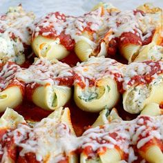 Stuffed shells are a lot of work- but these are oh so yummy..... (Mommy and Things: Spinach and Chicken Stuffed Shells)