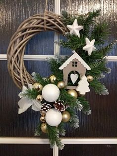 Christmas Planters, Christmas Arrangements, Christmas Flowers, Felt Christmas Ornaments, Christmas Tree Themes, Noel Christmas, Outdoor Christmas, Xmas Decorations, Christmas Projects