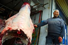 Butcher / Hentes - 2017 China, Linxia Photo: Mark Somogyi www.marksomogyi.com #china #linxia #street