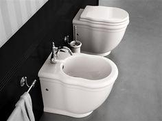 Sanitari classici filo muro prodotti in Italia dalla Hidra ceramica. Water e bidet dalle linee classiche e soprattutto aderenti al muro dopo installati.