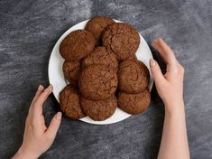 Hand Pictures, Chocolate Cookies, Clean Eating, Food And Drink, Dishes, Healthy, Recipes, Surface, Hands