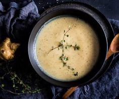 Esse creme de cogumelos é diferente de tudo o que você já experimentou no universo das sopas cremosas. É vegan, sem glúten, delicioso e ativa o umami, hmmm!