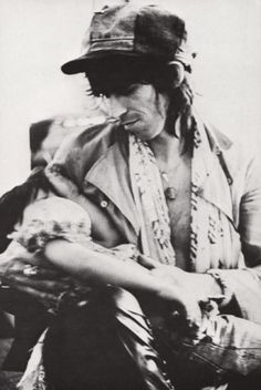 Keith Richards with his daughter, Angela (Dandelion) Richards, 1975 | the rolling stones | father love |