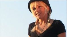 "Cathy Claret - ""La chica del viento"" https://www.youtube.com/watch?v=Qw4B7jMoCxo"