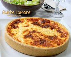 Easy Lorraine quiche recipe from Cyril Lignac. A quiche with broken dough with county cheese. The quiche machine is very creamy and cooking Keto Quiche, Zucchini Quiche, Quiche Recipes, Tart Recipes, Pizza Recipes, Cooking Recipes, Mini Quiches, Naan, Keto Vegan
