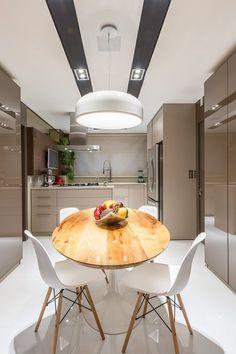 Modern Kitchen by Saviany Monteiro